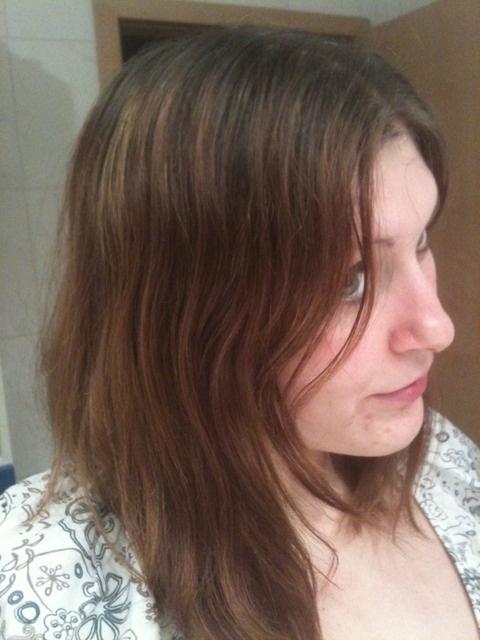 Pousse de cheveux couleur naturelle