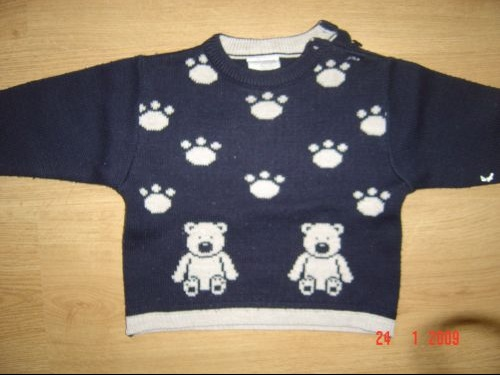 PULL HIVER  18 MOIS 1 euro