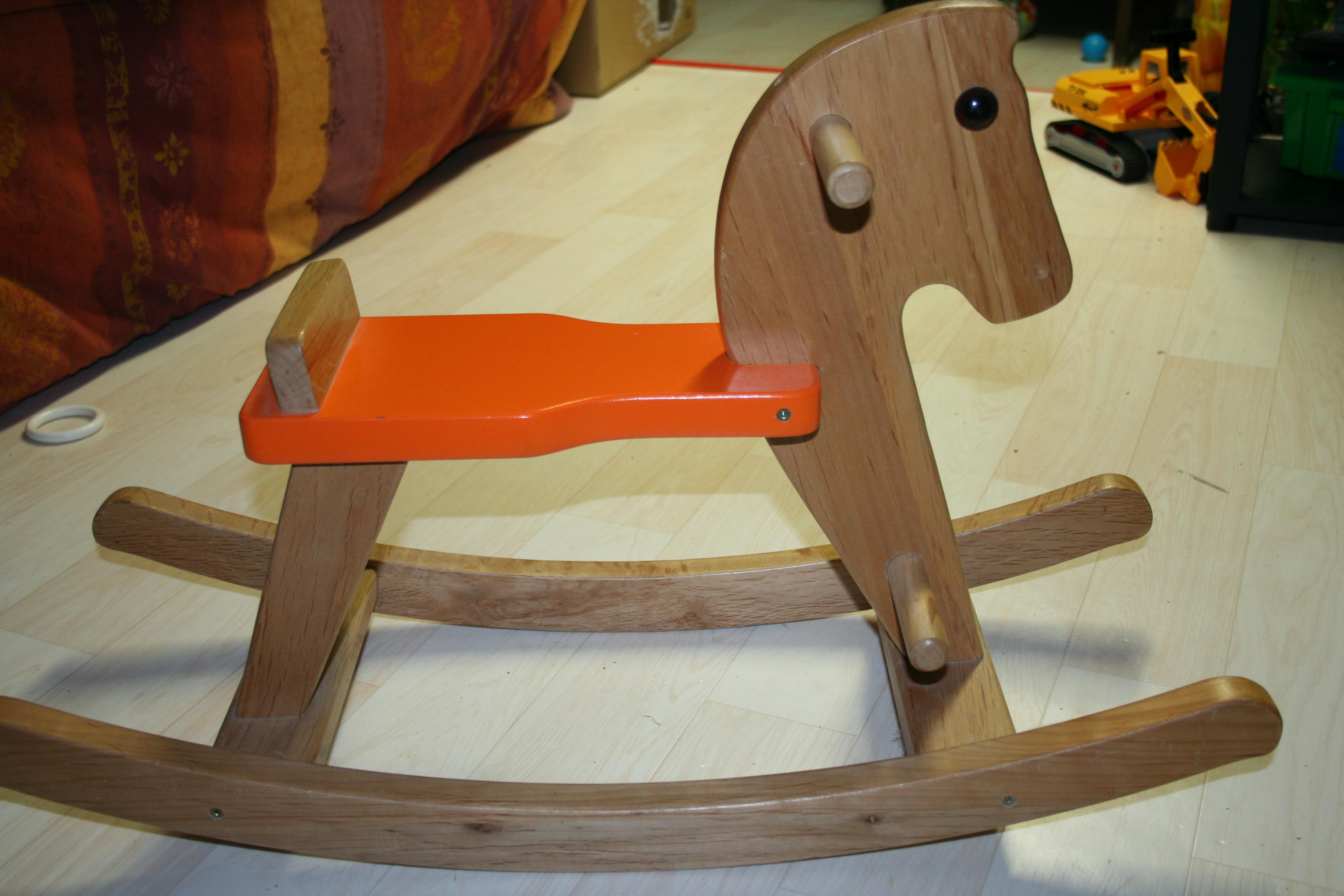 cheval bascule en bois 25 jouets quentheo. Black Bedroom Furniture Sets. Home Design Ideas