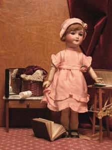 poupée sfbj robe rose