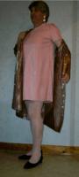 Robe rose et ciré brun nacré.