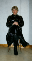 Robe vinyle noire.