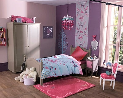 la tapisserie pour maruer l 39 emplacement du lit chambre fille princesse aina photos club. Black Bedroom Furniture Sets. Home Design Ideas