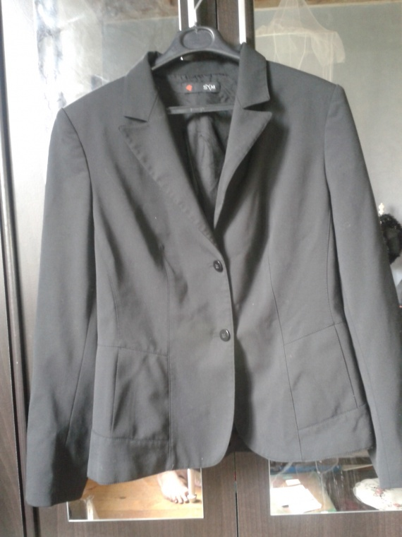 veste tailleur noir neuf : 10 euro