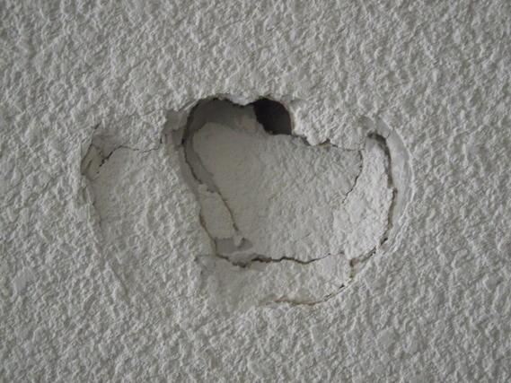 D m nagement avec quoi boucher les trous dans les murs for Reboucher un trou dans un mur