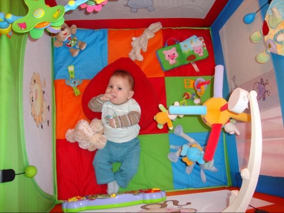 piano pour jouer avec ses pieds b b s de novembre 2009. Black Bedroom Furniture Sets. Home Design Ideas