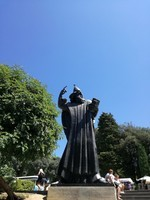 Split statue