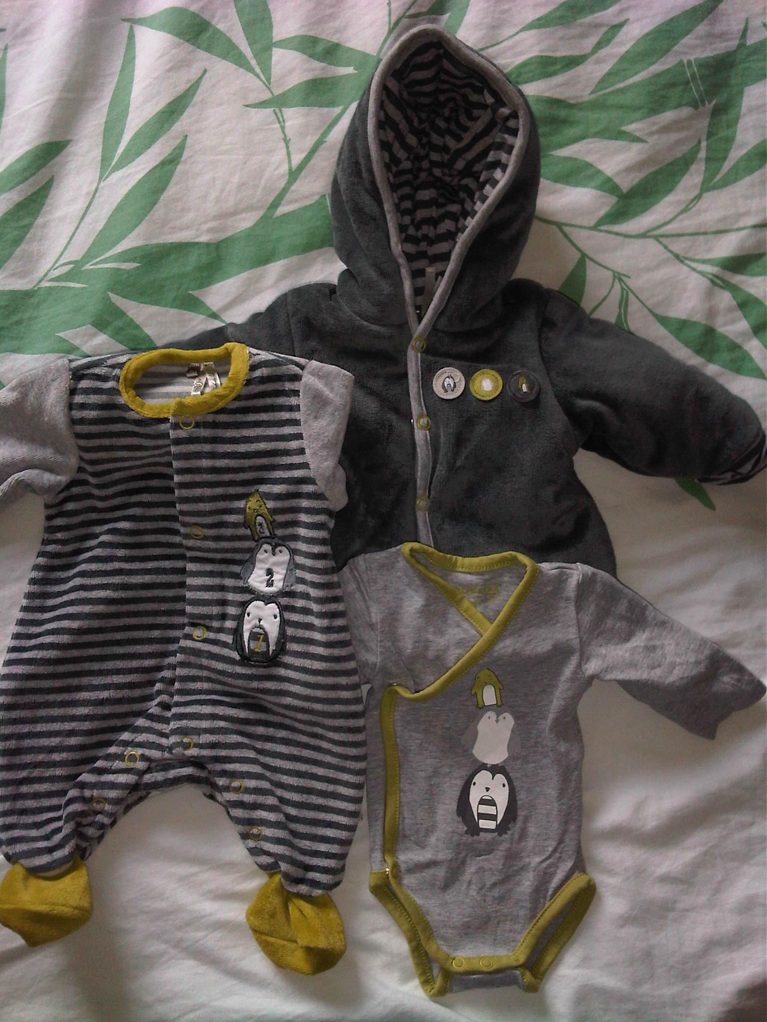 c2257f1327254 1ère tenue de bébé et tenue de sortie - Les novembrettes 2012 ...