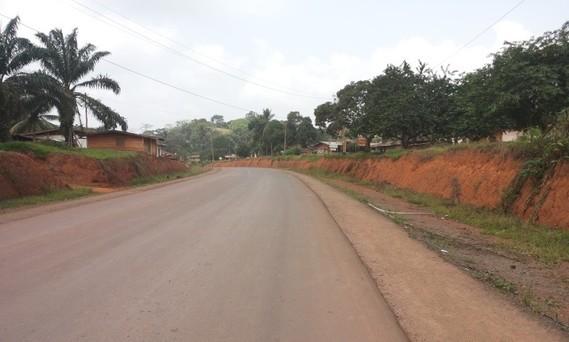 La route Congo-Cameroun. Elle traverse la forêt du Bassin du Congo