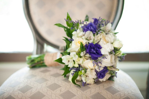1.mariage-violet-et-blanc-bouquet-mariee