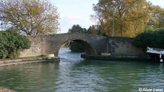 castelnaudary-lauragais-haute-garonne le canal du midi.