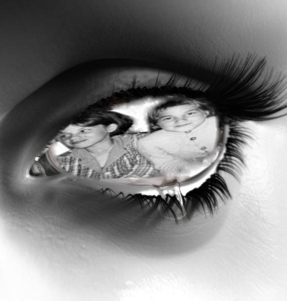 LUCIENNE NICOLE oeil_triste01