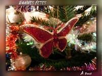 Papillon dans arbre de Noël