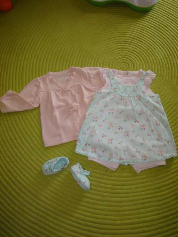 Ensemble Gilet Taille 12 mois + Combi/Robe - Taille 9 mois + Petits Chaussons assortis TAPE A L'OEIL