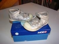 Chaussures MOD'8 - Achetées 77€ - Vendues 15€ - Taille 21