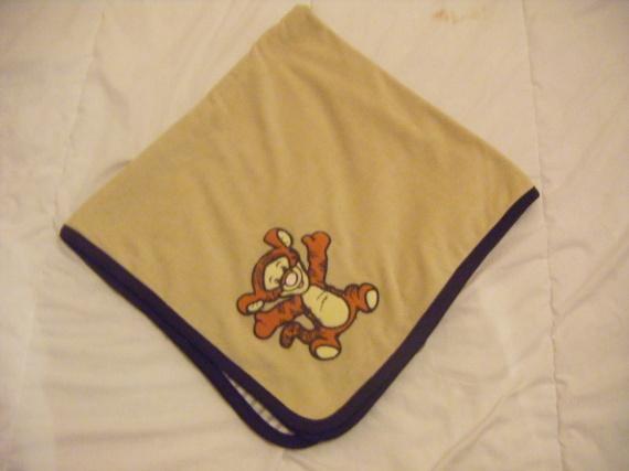 couverture bébé h&m plaid polaire Winnie l'ourson ( vu de l exterieur)   Mes achats  couverture bébé h&m