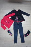 ensemble en 2 et 4 ans (tunique, tregging, tee shirt et chaussettes)