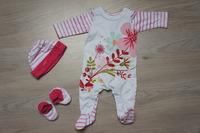 pyjama 1 mois chaussons et bonnet T0