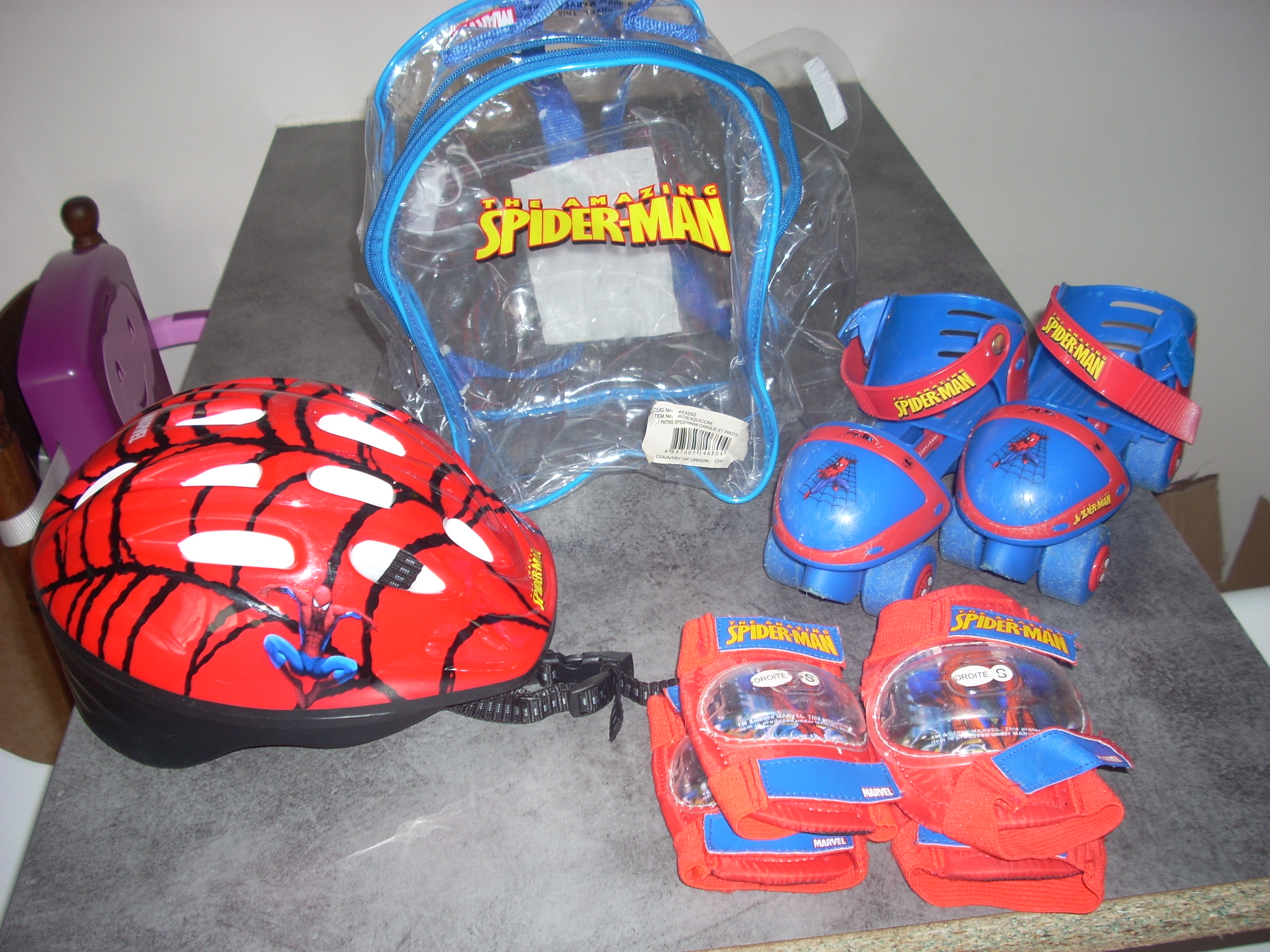 Patins roulettes genoulli res coudi res casque for Decoration chambre spiderman