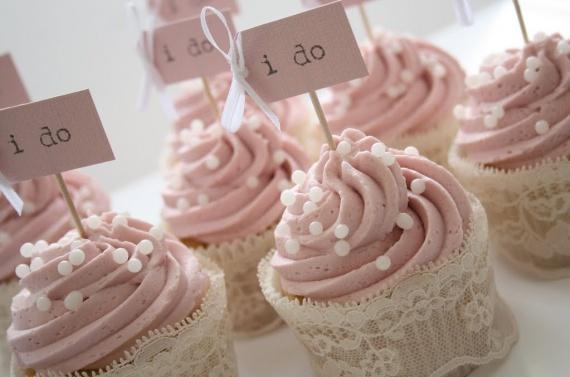 01_cupcakes_sucres_originaux_mariage_remplacer_piece_montee_choux_macarons_gateaux_design_wedding_in