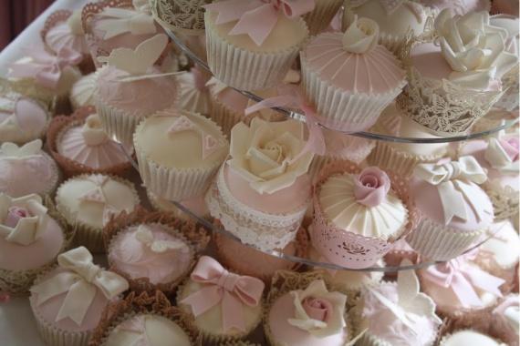02_cupcakes_sucres_originaux_mariage_remplacer_piece_montee_choux_macarons_gateaux_design_wedding_in
