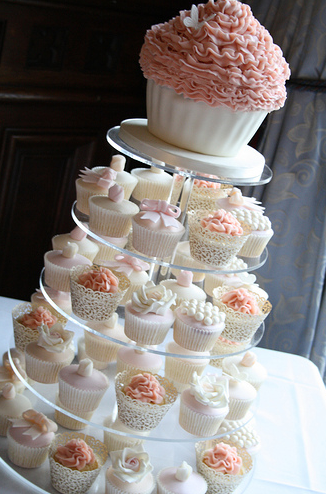 Vintage-Wedding-Cupcakes-in-Peach-Ivory-and-Pink