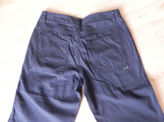 derrière pantalon noir