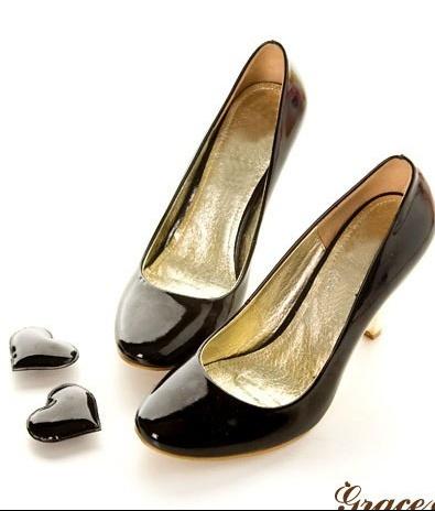 Новая одежда и обувь из Кореи в наличии.