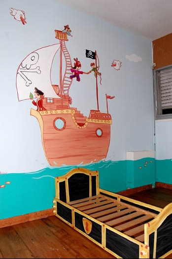 une chambre pirate dessin sur mur chambre de b b. Black Bedroom Furniture Sets. Home Design Ideas