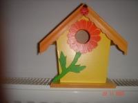 cabane à oiseaux jaune