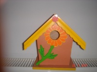 cabane à oiseaux orange