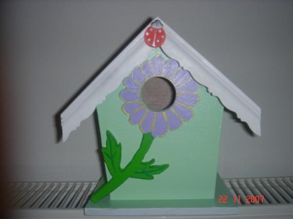 cabane à oiseaux verte