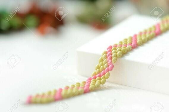 84418473-braguette-à-perles-vert-clair-et-couleur-rose-proche