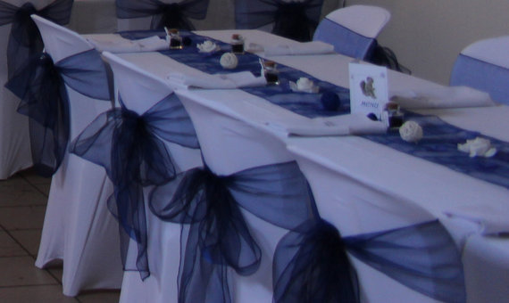 D coration de mariage bleu roi rh ne alpes salles et for Deco bleu marine et blanc