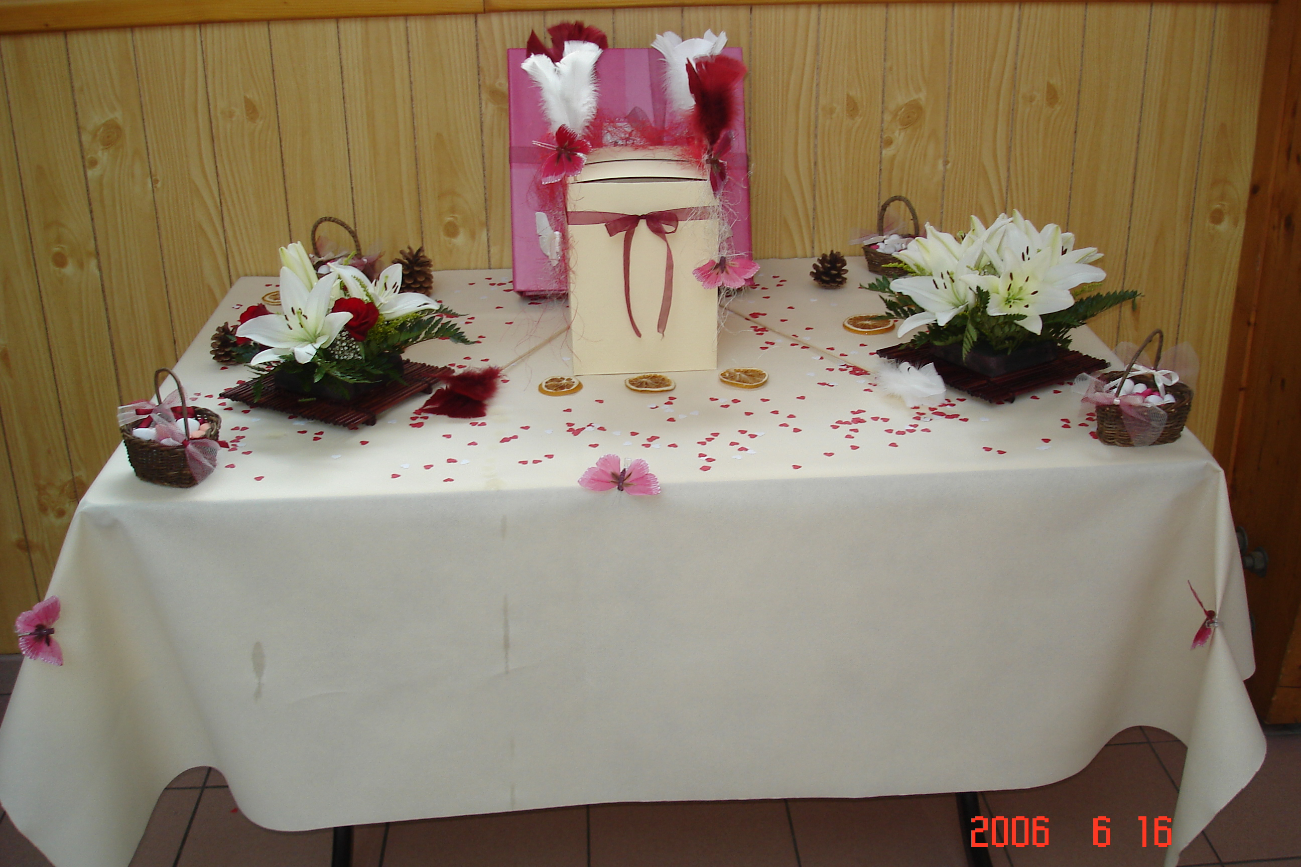 Table ou il y avait l 39 urne photos mariage lolotte 50 photos club doctissimo - Decoration de table originale ...