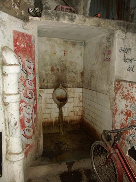 toilettes-degueulasse