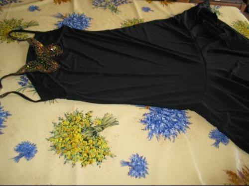 IM-752808-tres-jolie-robe-avec-motif-papillon-au-dos