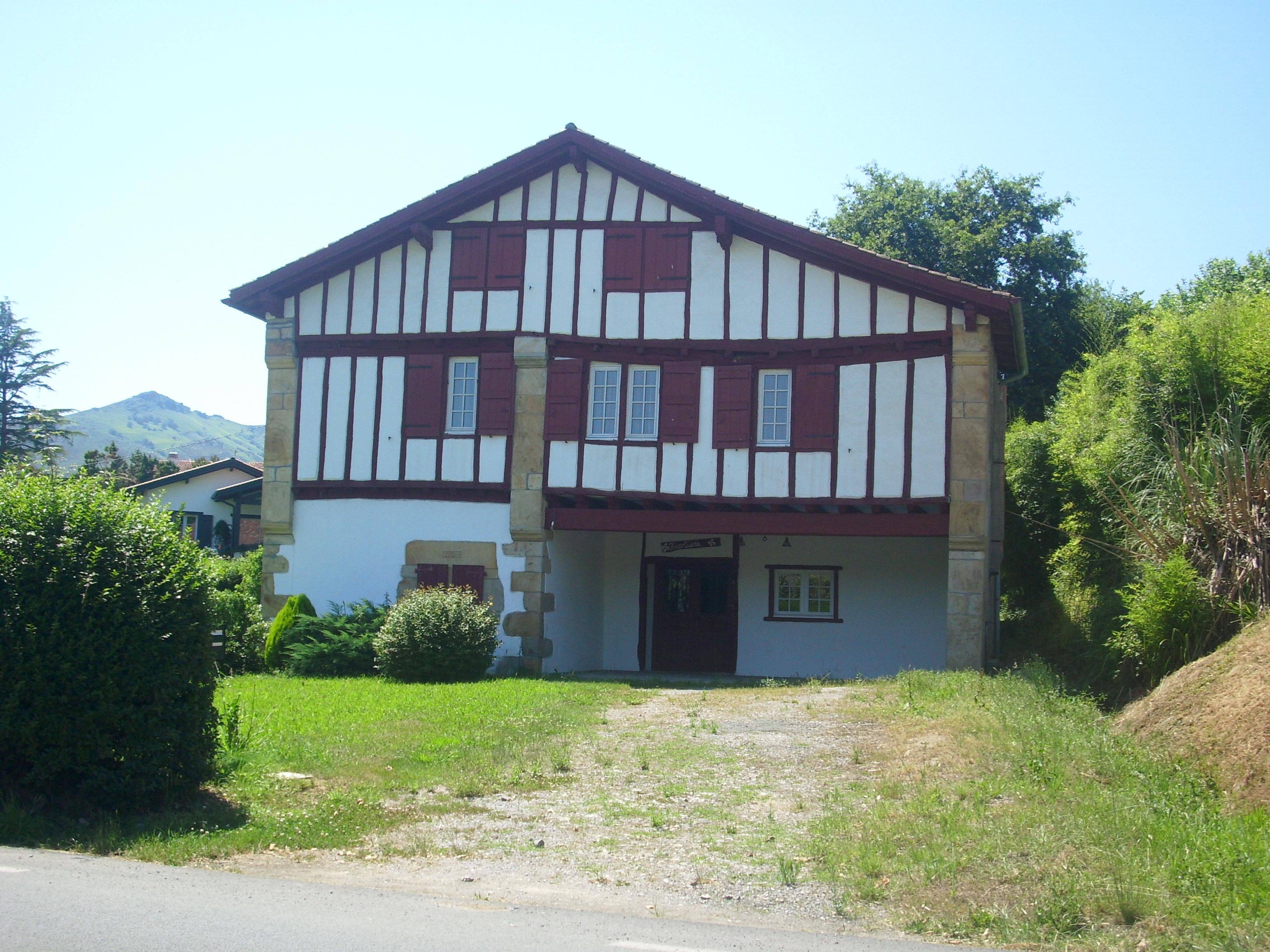 Maison typique pays basque mon quotidien maedre for Maison typique