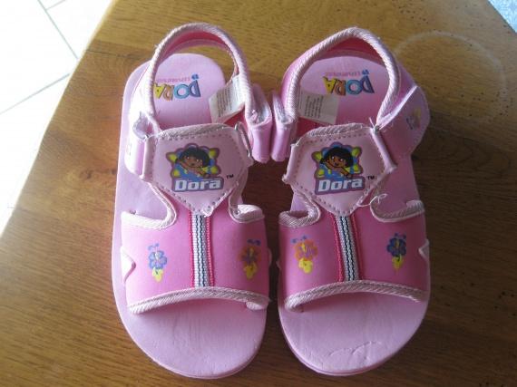 Sandalette T27 comme neuve 5€