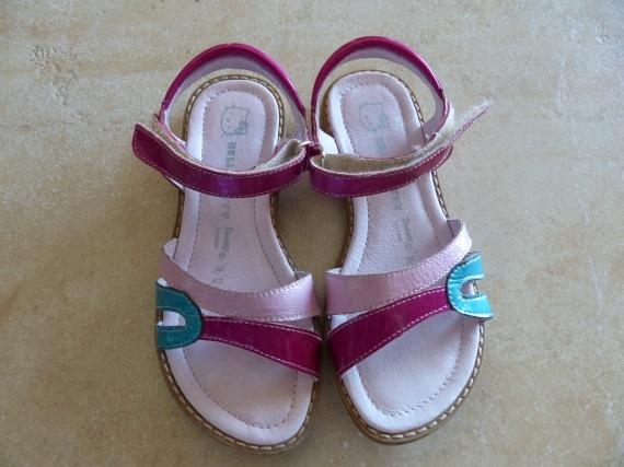 Sandales Hello Kitty, T29 : 10 €