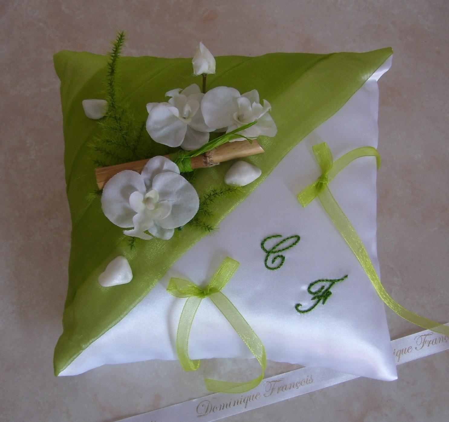 Coussin alliances nature vert blanc orchidées bambou cailloux blancs ...