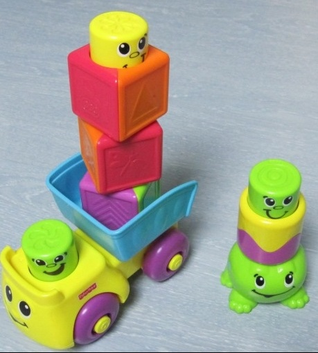 Rigolo blocs camion-benne + grenouille fisher price 8€