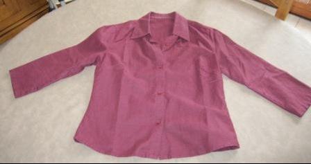 Petite chemise bordeaux légèrement cintrée et manche 3/4 3€: