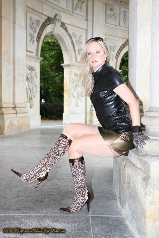 out_tiger_boots_Leather_blouse171