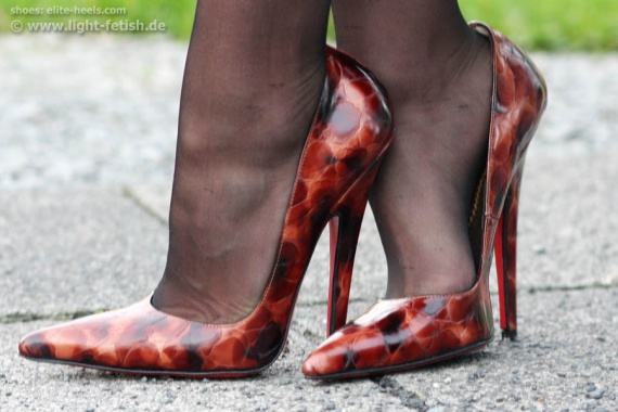 6inch_high_pointy_elite-heels_amber12