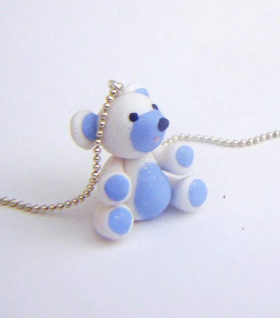 Ourson en Fimo Sculpey.Bleuet, petit ours en Fimo Sculpey est en attente d'adoption!