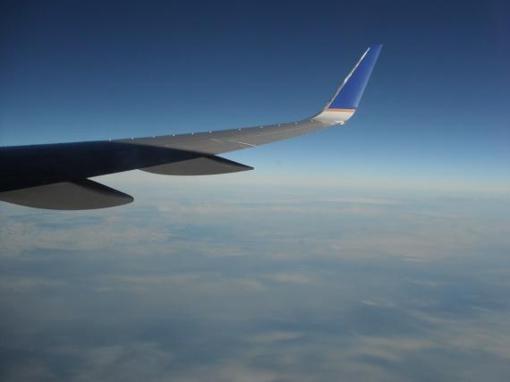 En plein vol, au loin le Groenland