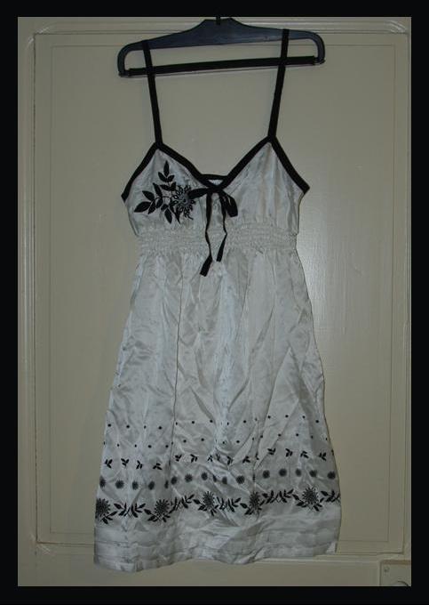 nuisette blanche avec motifs fleurs noires etam - Nuisette Mariage Etam