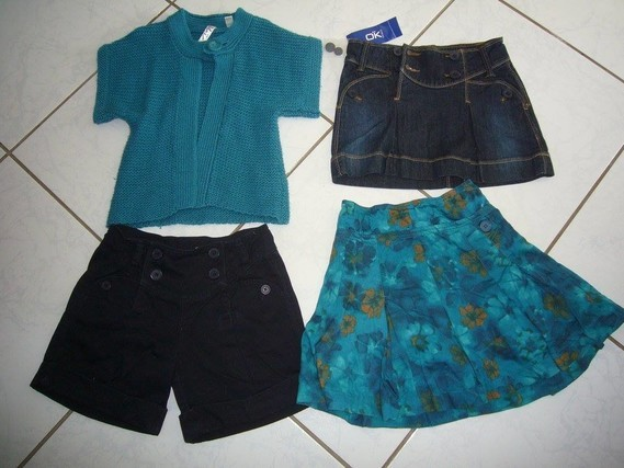 reste la jupe en jean neuve 7 euros et bermuda bleu marine 4€