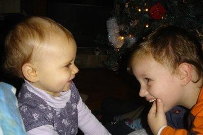 Clara et son frère Dec 2008